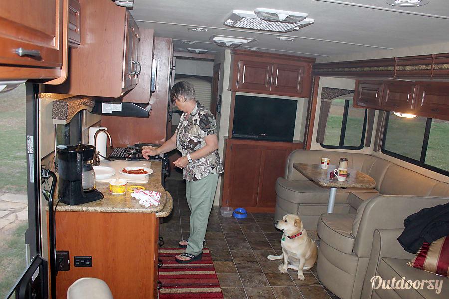 2012 Thor Motor Coach Hurricane Wichita, KS