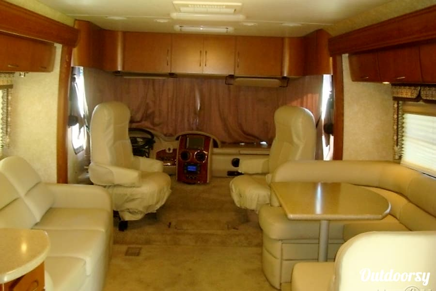 2010 Thor Motor Coach Serrano Pompano Beach, FL
