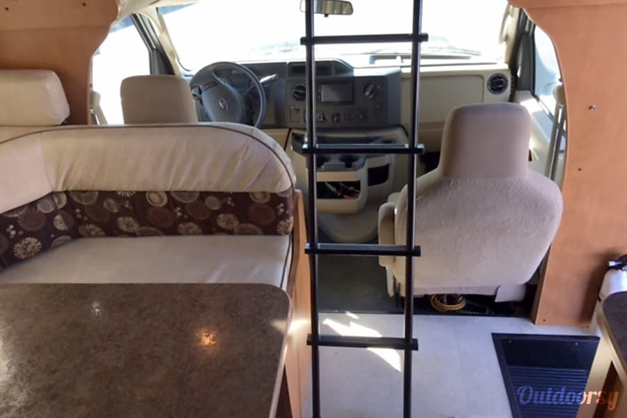 Newer 2016 Winnebago Minnie 24 FT Marina Del Rey, CA