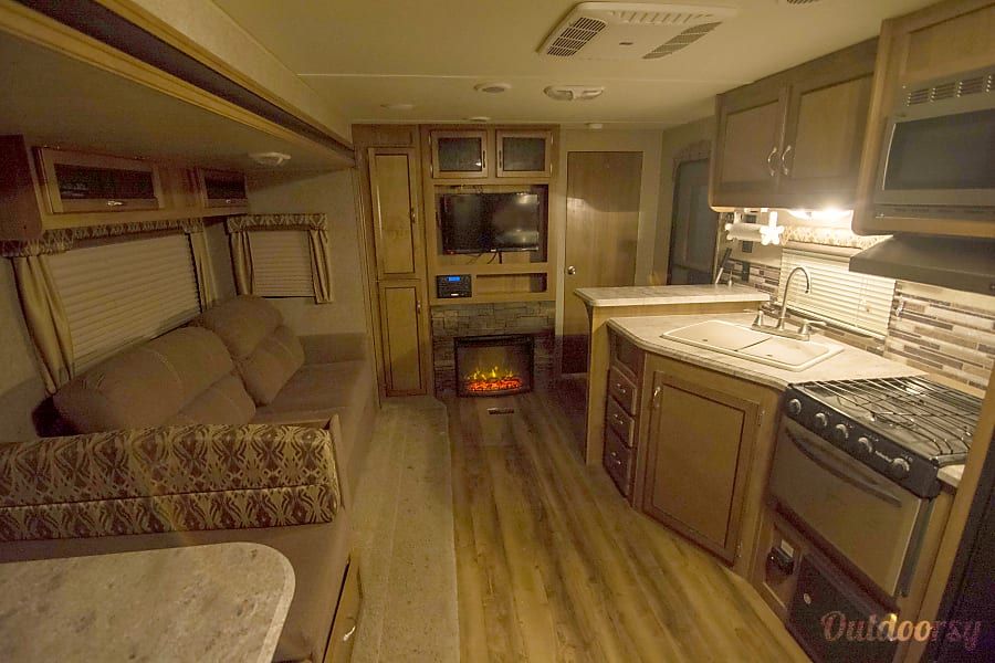 Catalina Trailer Park >> 2016 Coachmen Catalina Trailer Rental in Livingston, MT ...