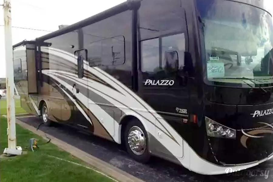 exterior 2017 Thor Motor Coach Palazzo Meridian, ID