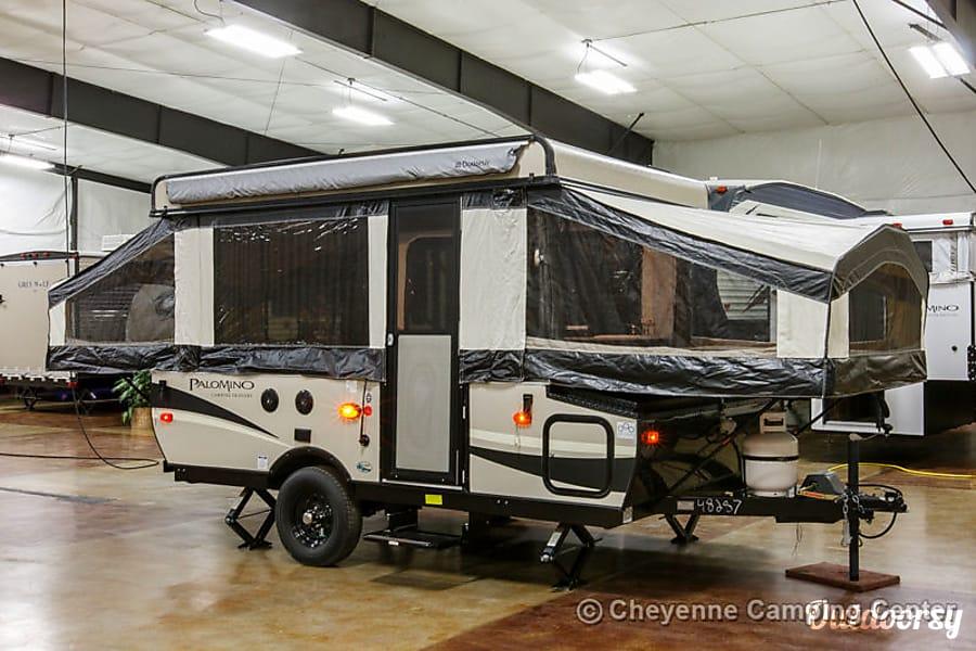 exterior 2016 Palomino 10ST tent trailer Ventura, CA
