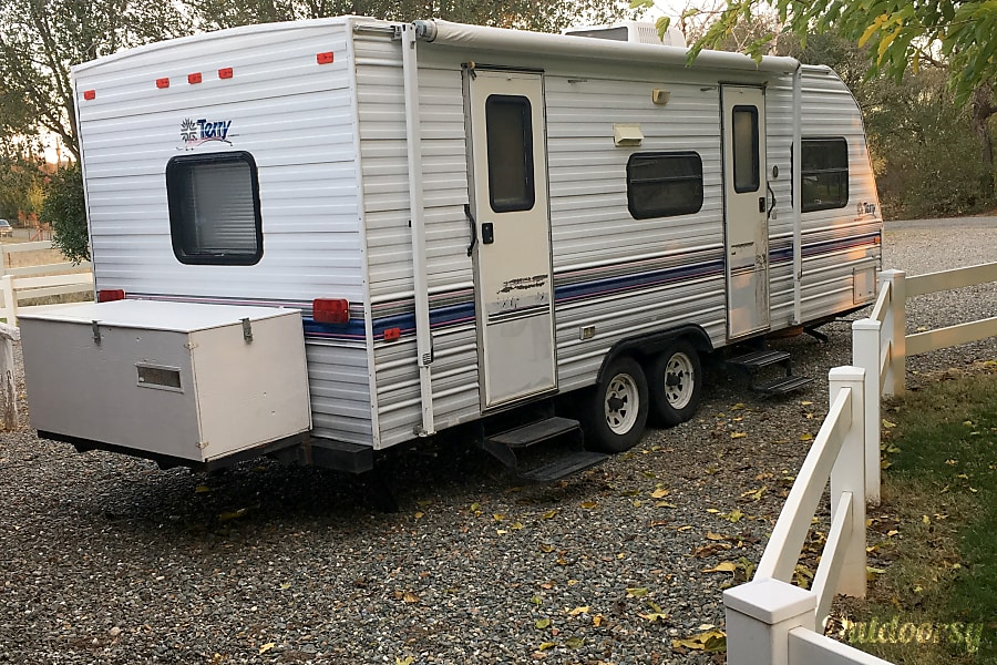 exterior 1996 23' Perry Travel Trailer Red Bluff, CA