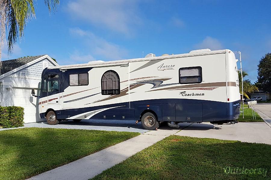 exterior 2005 Coachmen Aurora **Free Wifi and FL tolls! Royal Palm Beach, FL