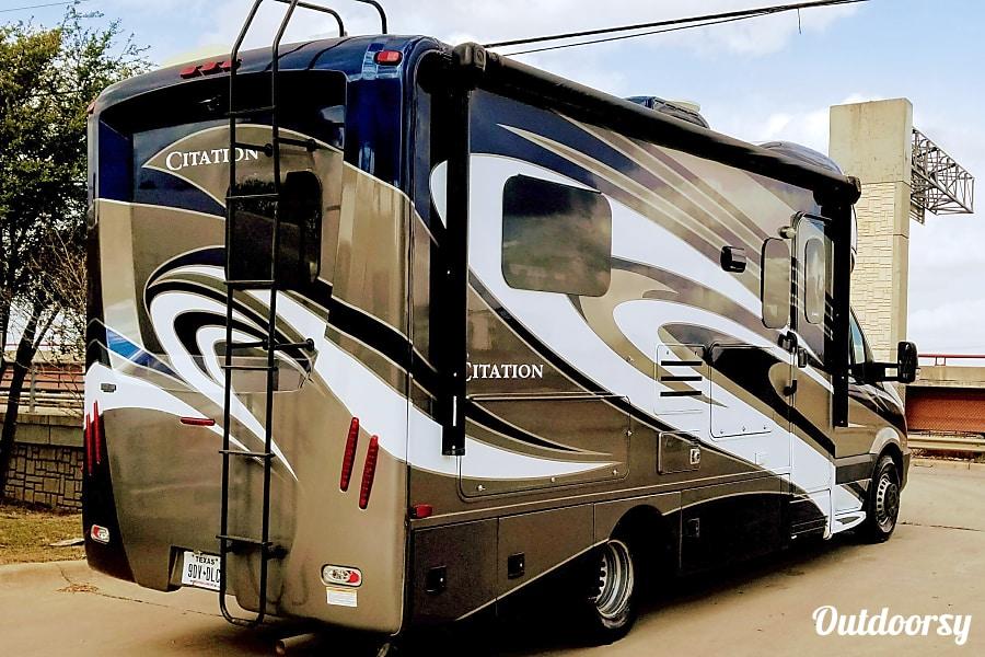 exterior 2016 Thor Motor Coach Citation Austin, TX