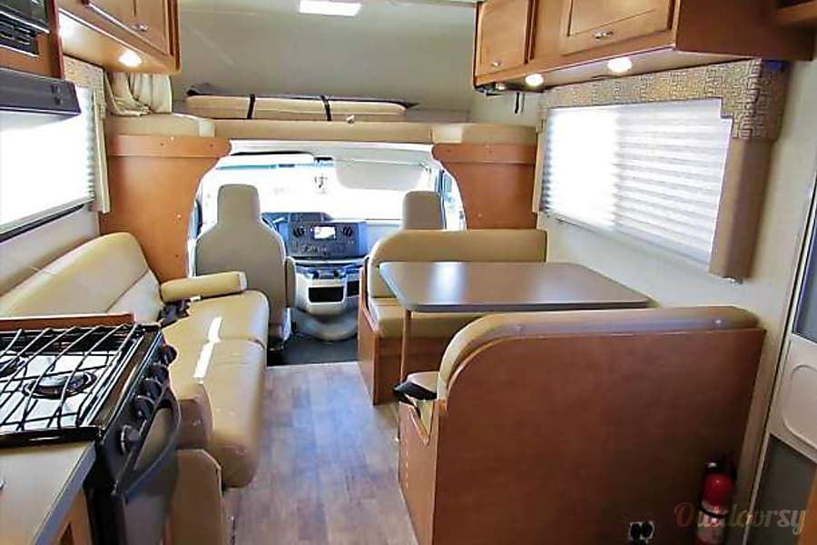 interior Brand New 2017 Minnie Winnie! Hanford, CA