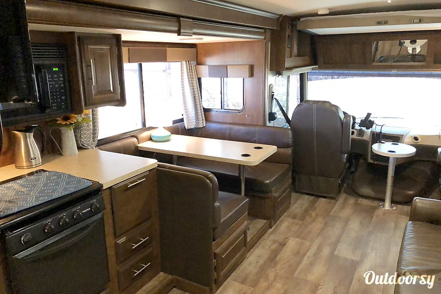 2017 FR3 Class A Bunkhouse - Kitchenware & Camping Gear Included Georgetown, TX