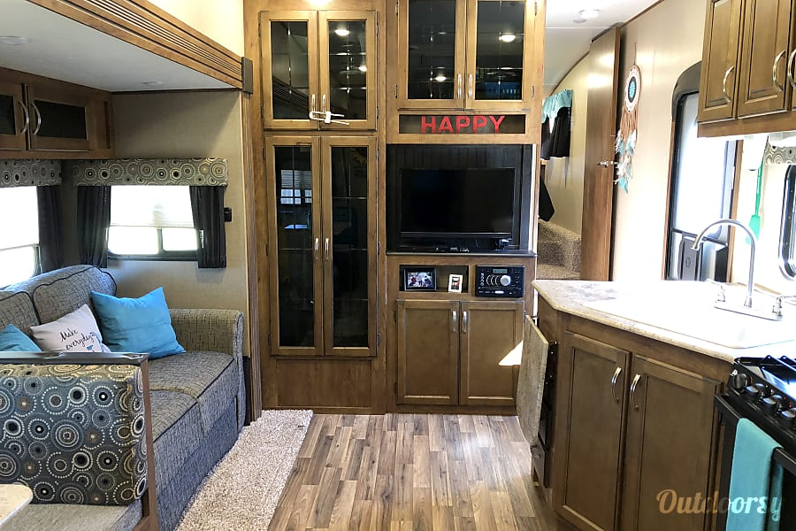 interior 2016 Coachmen Chaparral Mustang, OK