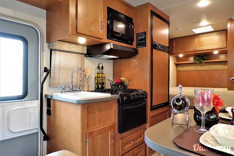 interior 2018 Winnebago Minnie Winnie  22R No Slide Santa Clara, CA