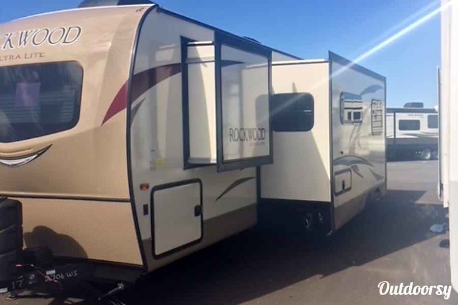 exterior 2017 Forest River Ultra Lite Thrall, TX