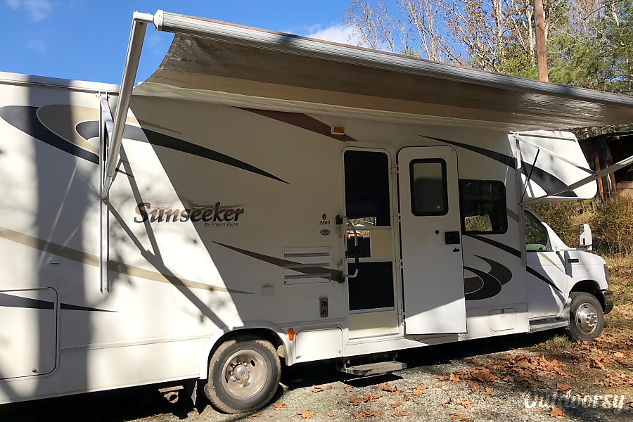 exterior 2010 Forest River Sunseeker seeks happy campers to share some good times on the road! Rent for six days, seventh day is free! Morganton, NC