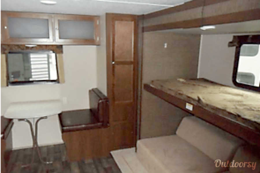 interior 2017 Featherlight Trailers bullet 335bhs Hermitage, TN