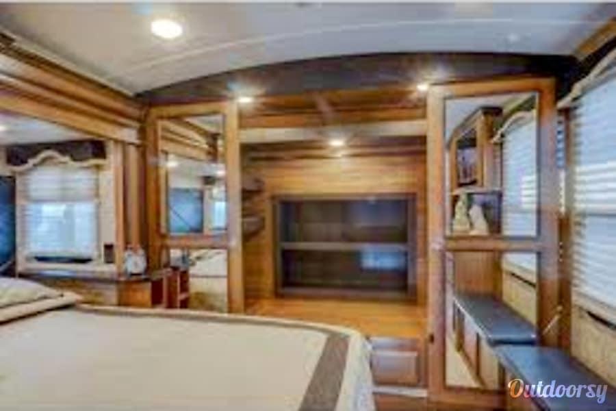 interior 2015 Keystone Montana Rocklin, CA