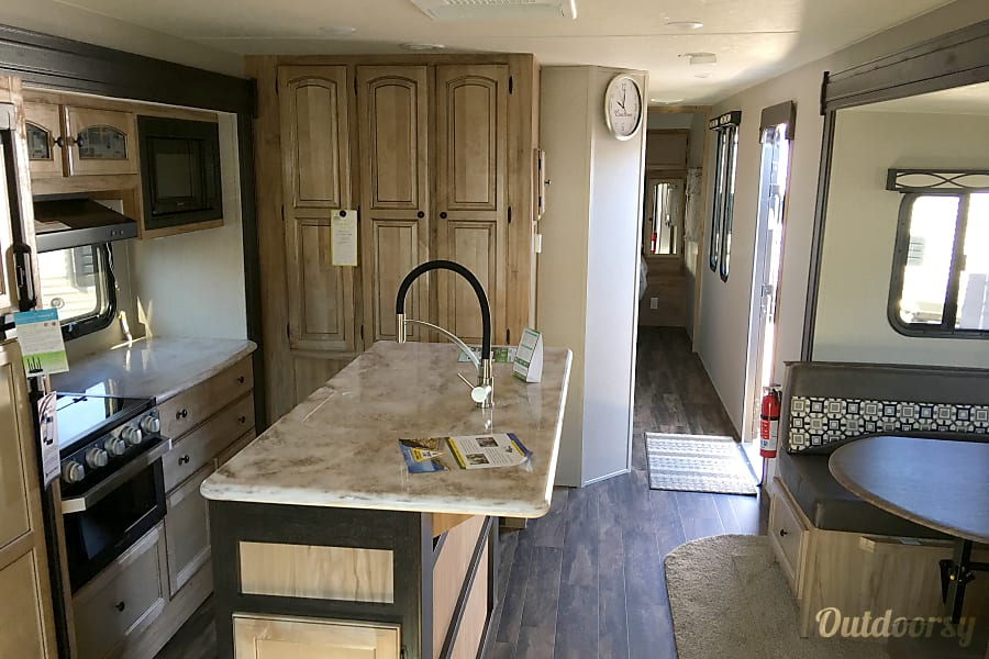 interior 2018 Coachmen Freedom express Bryant, AR