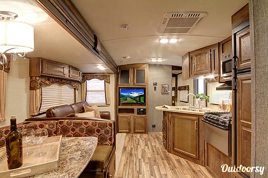 interior 2016 Keystone Cougar Mineral, VA