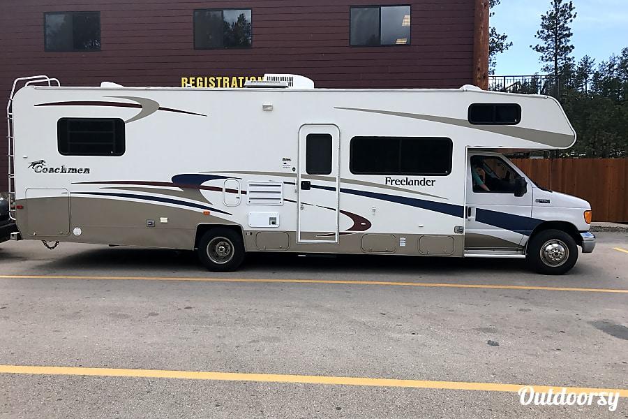 exterior 2004 Coachmen Freelander Franklin, WI