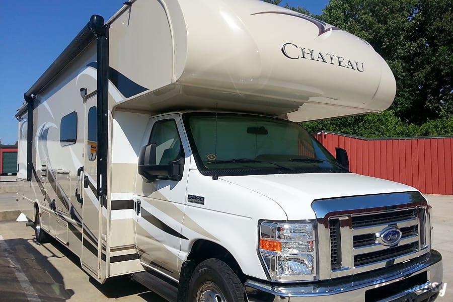exterior 2015 Thor Motor Coach Chateau Durham, NC