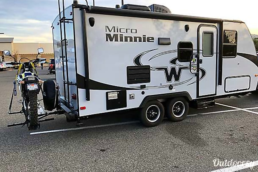 exterior 2018 Winnebago Micro Minnie 2106 DS Long Beach, CA