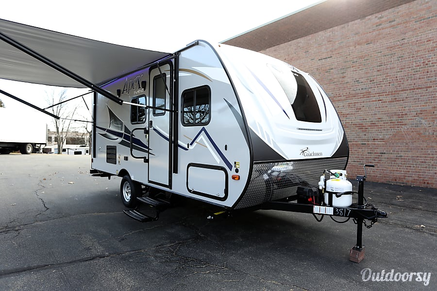 RV 44: 2018 Coachmen Apex Nano Herndon, VA
