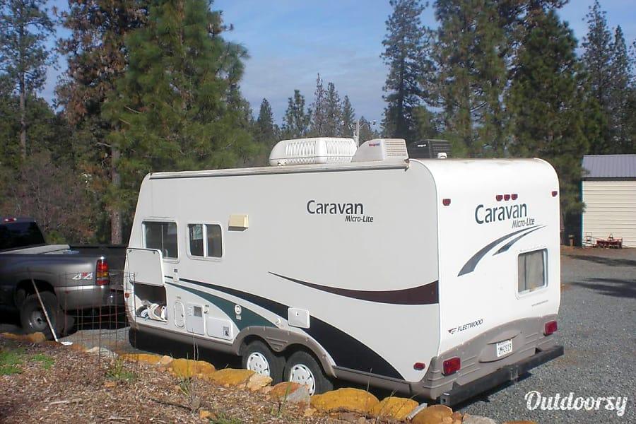 exterior 2004 Fleetwood Caravan Microlite Sacramento, CA