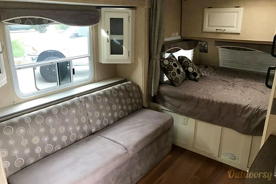interior 2008 Cruiser Rv Corp Fun Finder X Santee, CA