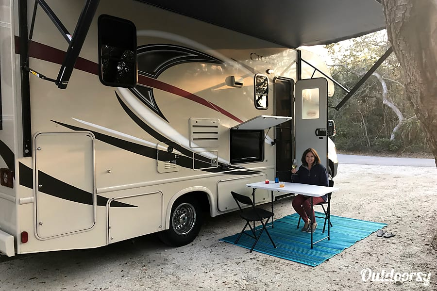 Ellie - 2017 Thor Chateau Mercedes Sprinter (Near Tampa Airport) Tampa, FL
