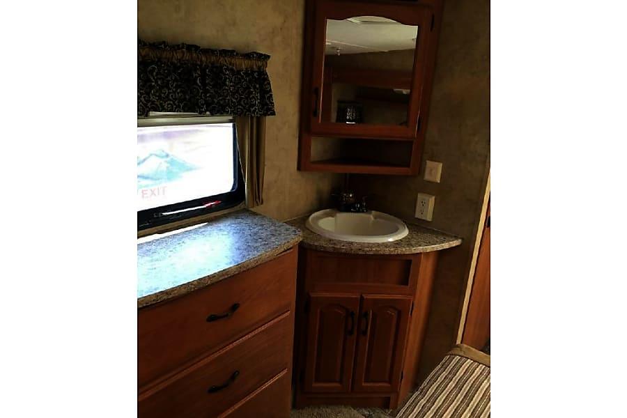 interior 2008 Keystone Montana Mountaineer 34DBQ - HUGE Bunkhouse Irwin, PA