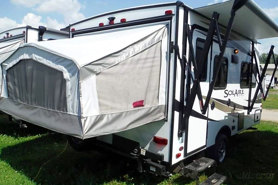 exterior 2019 Palomino Solaire Expandable 147X with Safety Package Brampton, ON