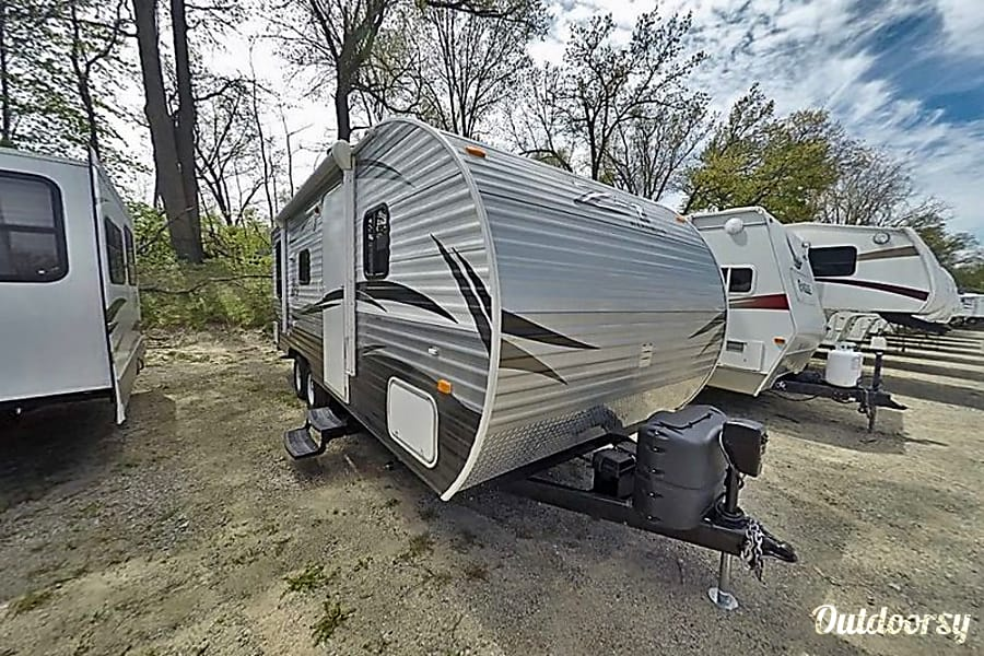 exterior 25' Like New Crossroads Z-1, Sleep up to 6 Cement City, MI