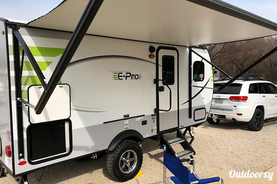 exterior Th(E-Pro): Lightweight, easy to tow and setup awesomely equipped camper! Fort Worth, TX