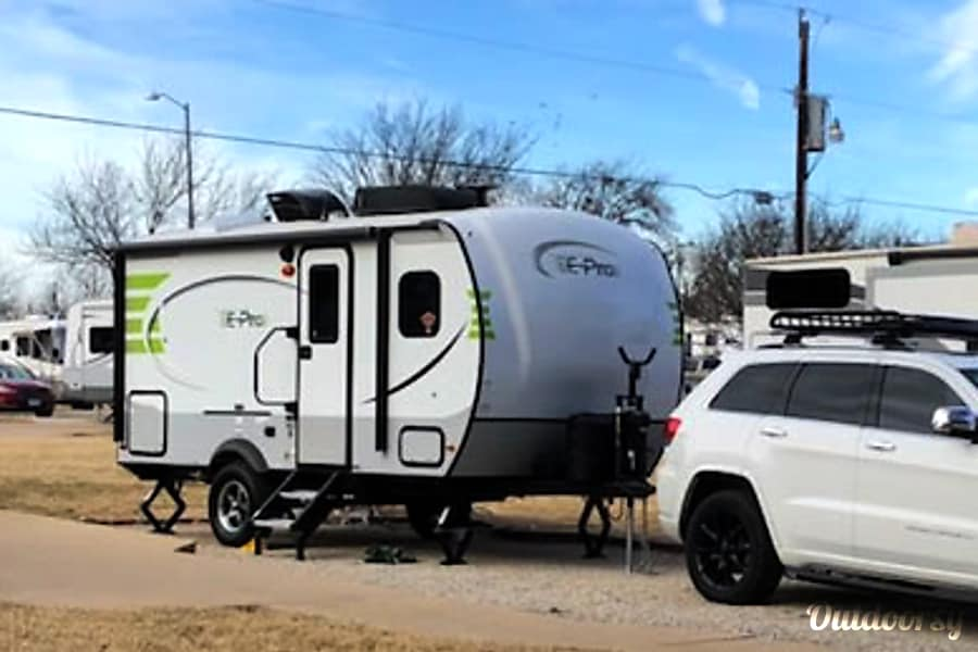 Th(E-Pro): Lightweight, easy to tow and setup awesomely equipped camper! Fort Worth, TX