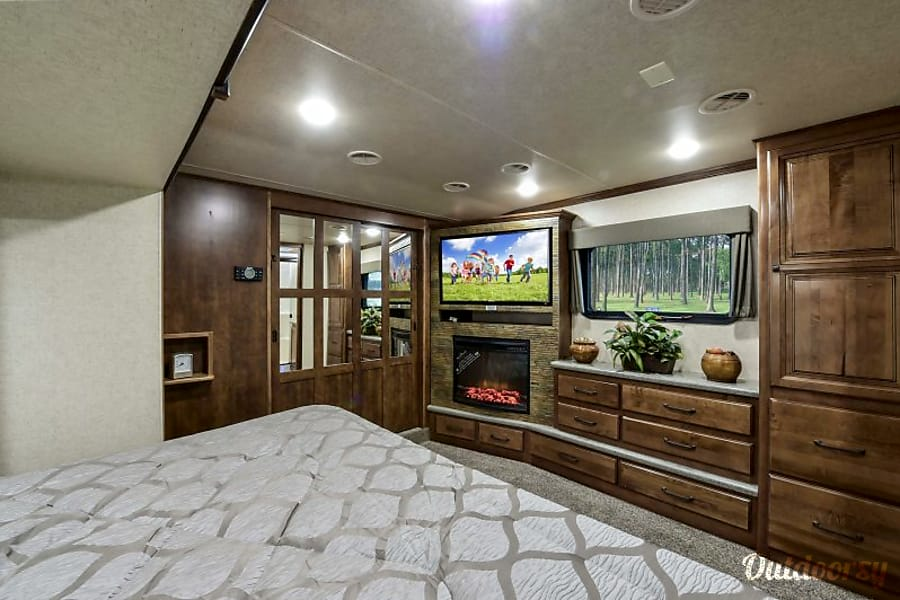 interior 2017 Heartland Big Country Niceville, FL