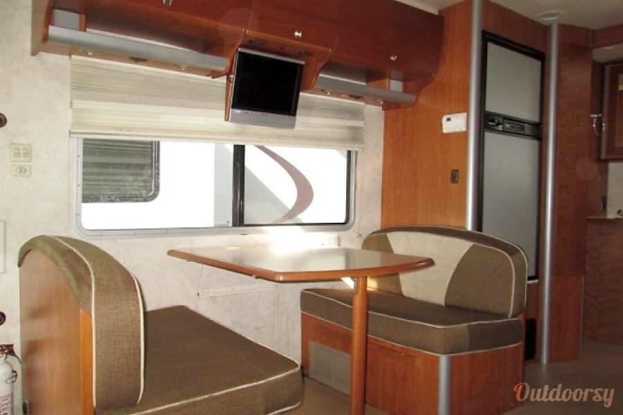 interior 2006 Itasca Navion Davenport, IA
