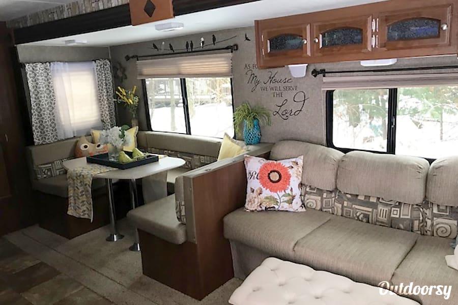 interior 2015 Coachmen Freedom Express Aliquippa, PA