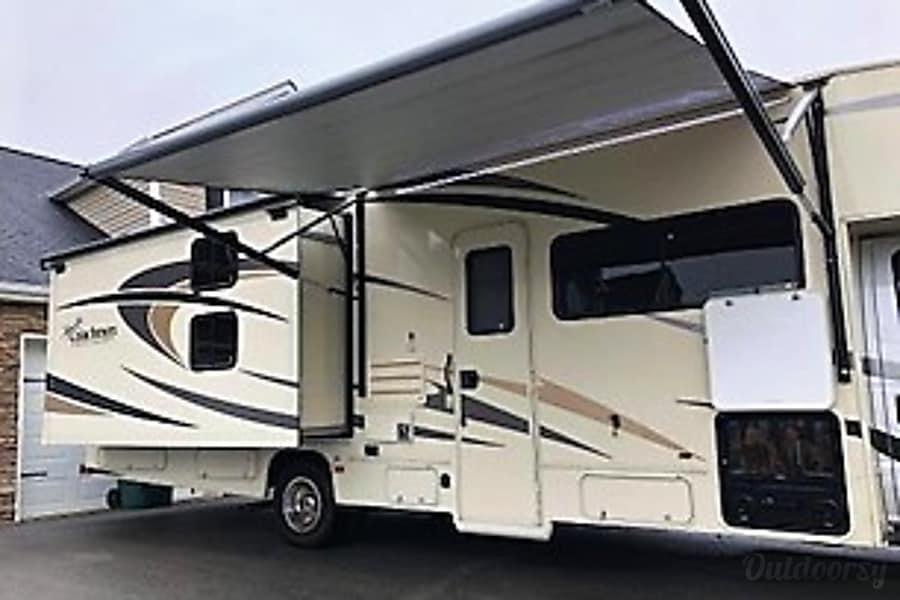 exterior 2017 Coachmen Freelander Bristol, VA