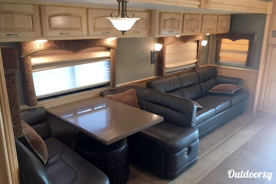 2015 Renegade Renegade Toterhome 1700 As MIDLAND, TX DINING AREA WITH PULL  OUT COUCH