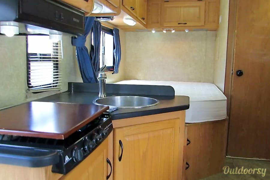 2011 Thor Motor Coach Four Winds Majestic Loveland, CO
