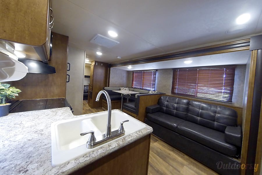 Immaculate 2016 Forest River Salem Cruise Lite Lake Worth, FL