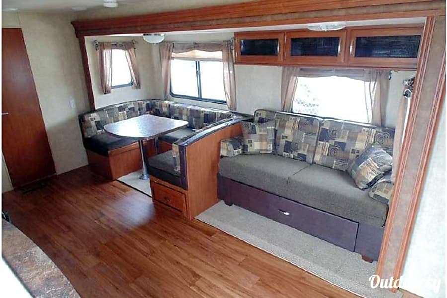 interior 26' Forest River Wildwood w/3 Bunks & Slide-Out (T26) San Marcos, CA