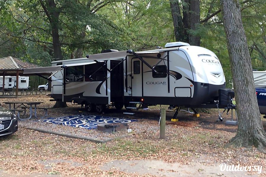 exterior 2018 Keystone Cougar 34TSB Bartlett, TN