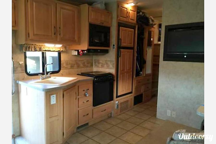 2007 Thor Motor Coach Outlaw Arlington Heights, IL