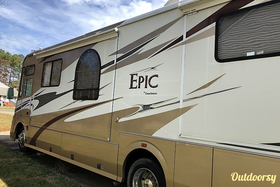 exterior 2006 Coachmen Epic Poquoson, VA