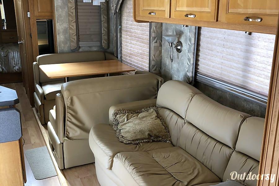 interior 2006 Coachmen Epic Poquoson, VA