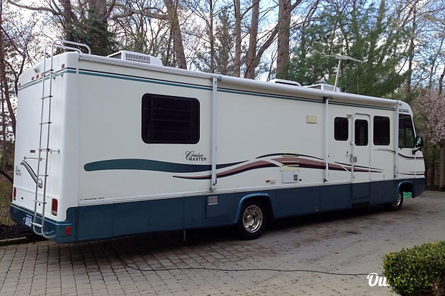 exterior 1998 Georgie Boy Cruise Master 35 foot Shelby Charter Township, MI