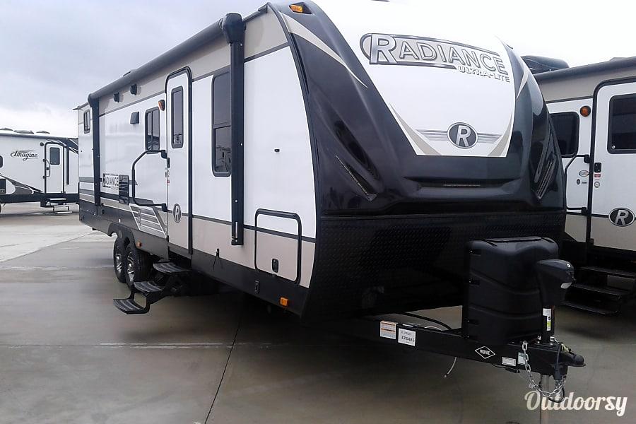 exterior 2018 Cruiser Rv Corp Radiance Ultra Lite 28QD New Braunfels, TX