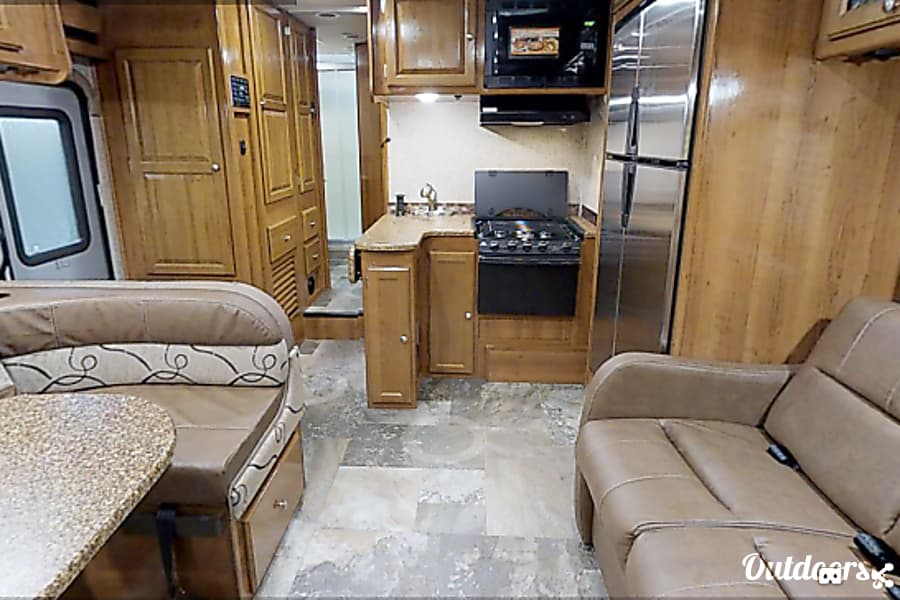 interior Easy-To-Drive Luxury RV - Coachmen Leprechaun Minnetonka, MN