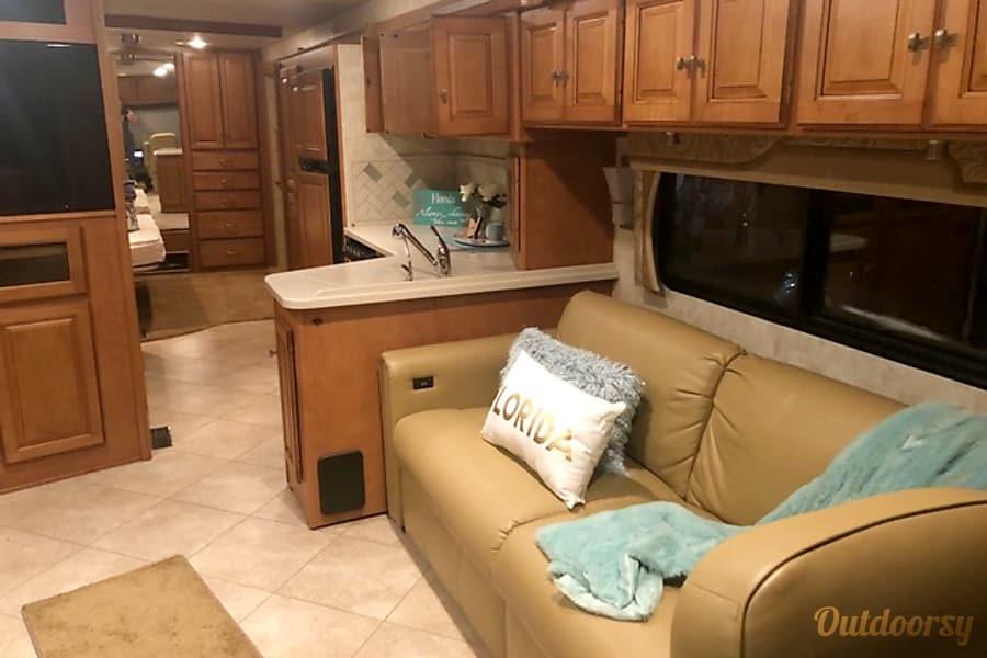 interior 2012 Itasca suncruiser 35p Port Orange, FL