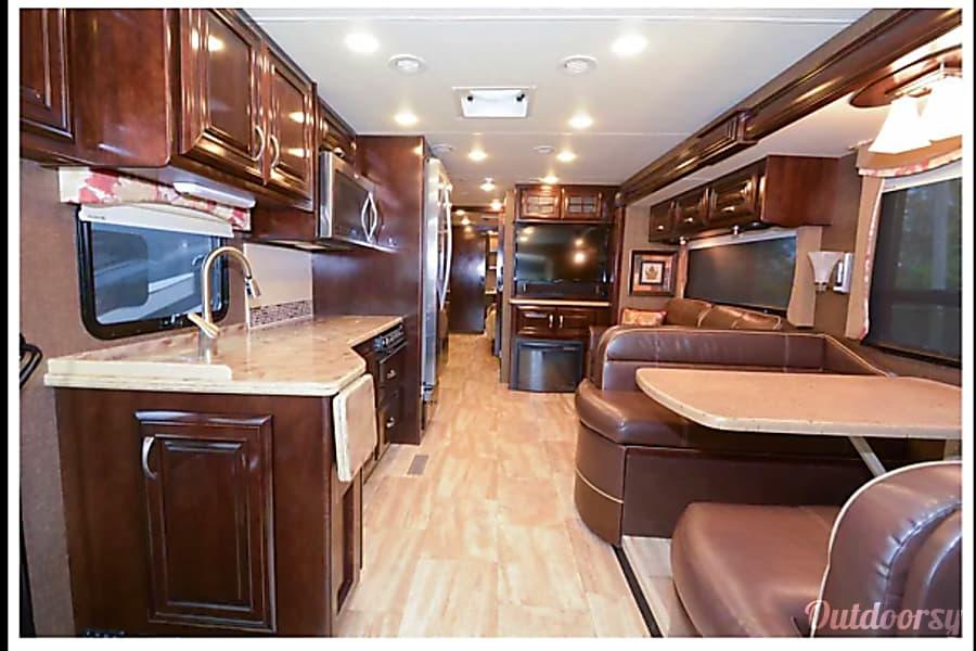 interior 2016 Thor Motor Coach Challenger 37TB Chesapeake, VA