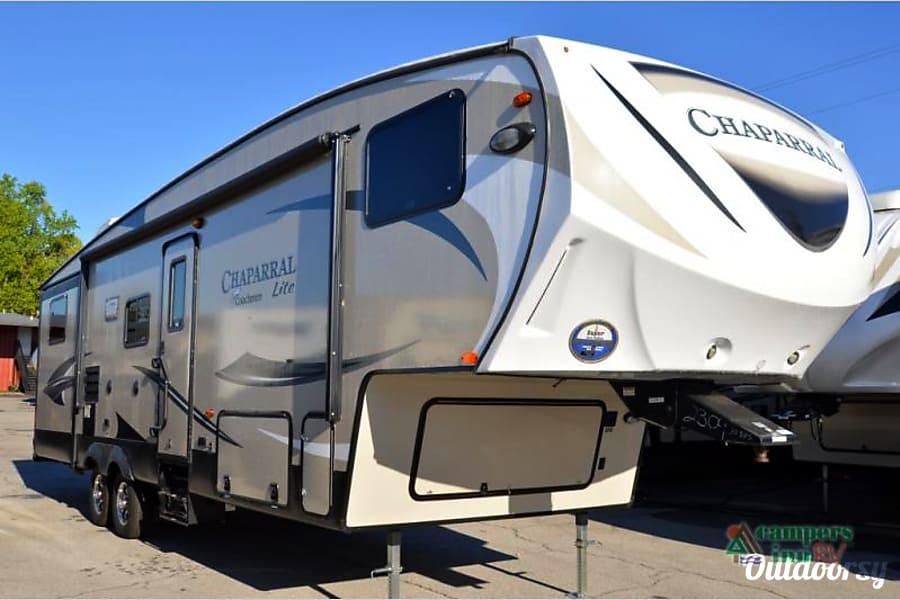 exterior 2016 Coachmen Chaparral La Verne, CA