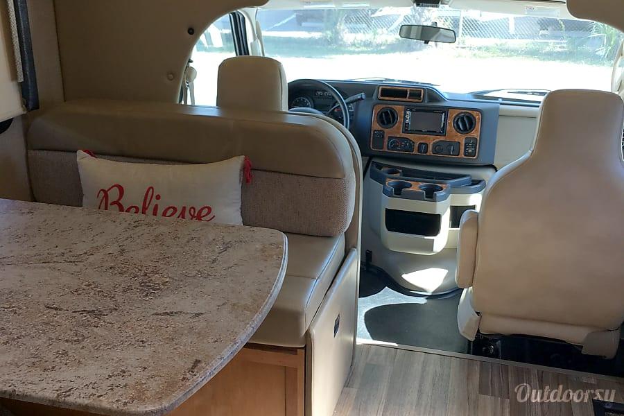 interior 2018 Thor Motor Coach GR22 Tampa, FL